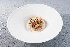 """""""Nidodell'ape"""" un piatto a base ditrippa con purea di patate allime. Mandorle tostate, salsaverde e rossa e un cucchiaiodi idromele."""